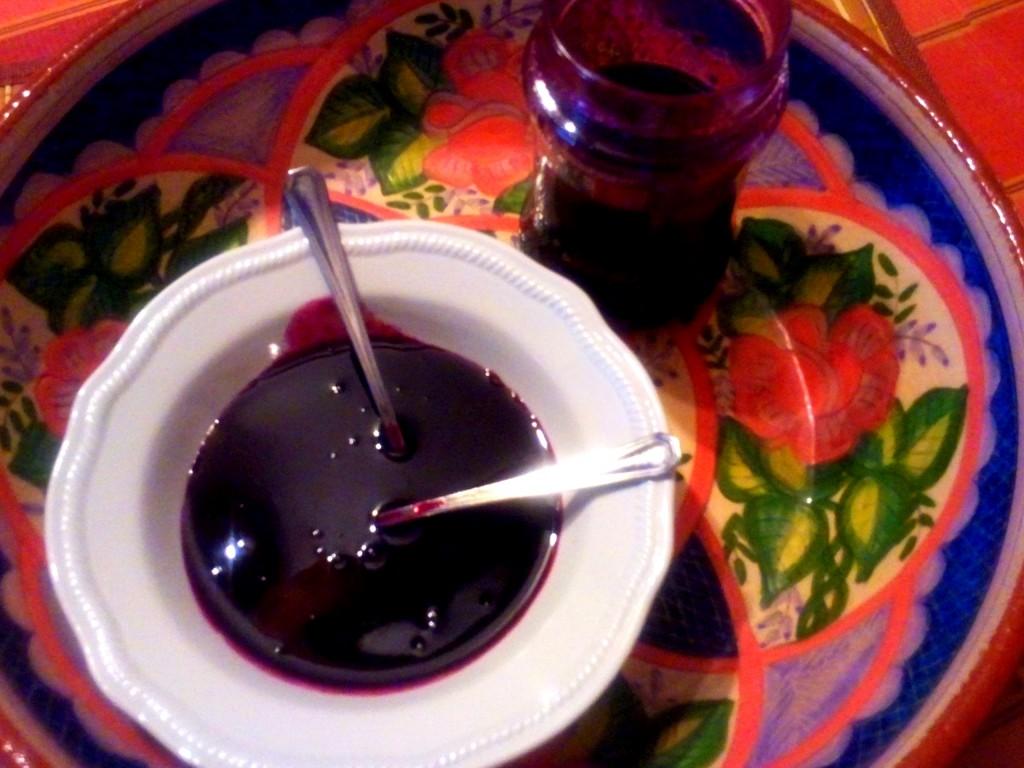 mermelada de mora propia de casa rural Las Trojes, mermelada artesana de casa rural Las Trojes en Tamajón, mermelada de moras artesana de casa rural Las Trojes en Tamajón Guadalajara
